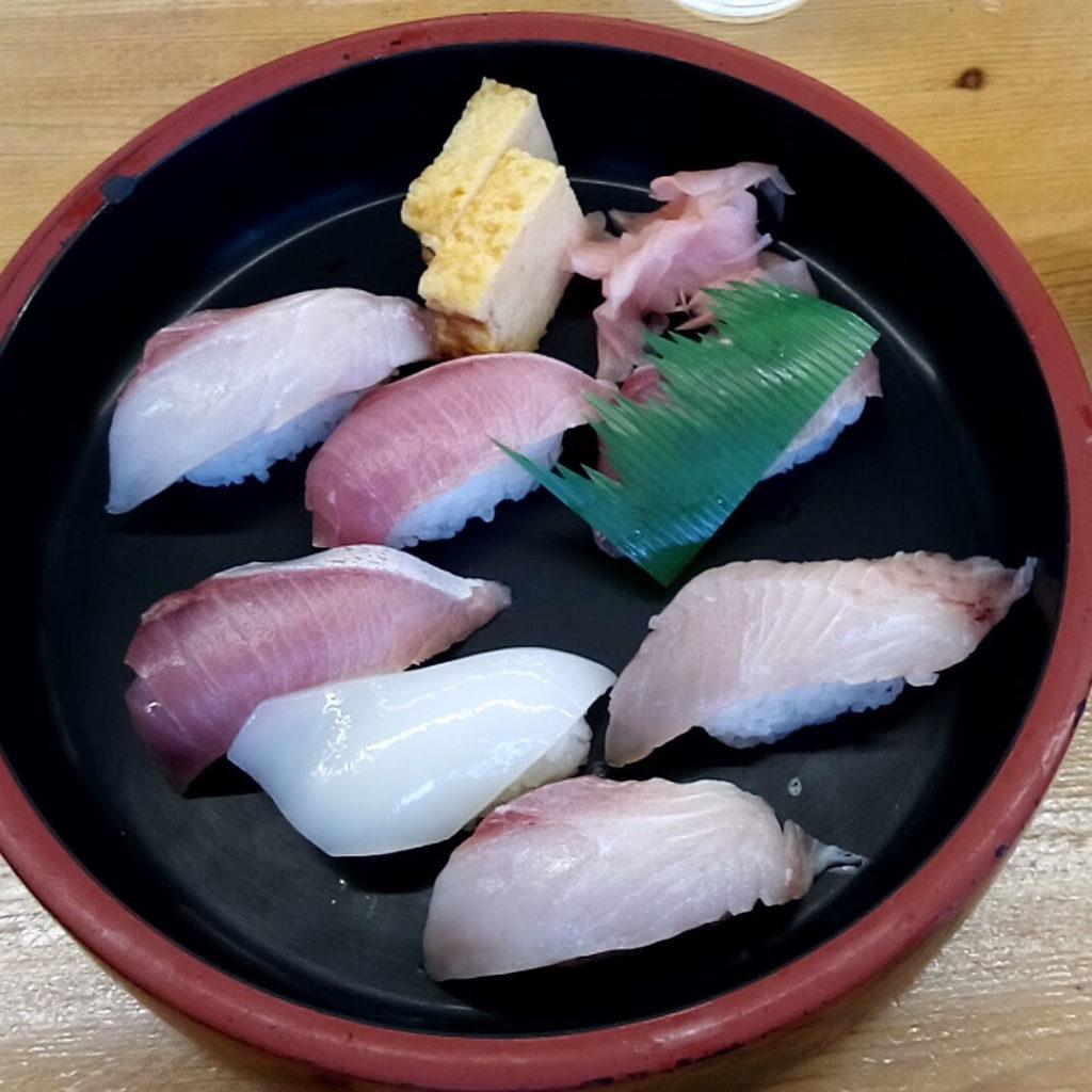 朝取れ寿司